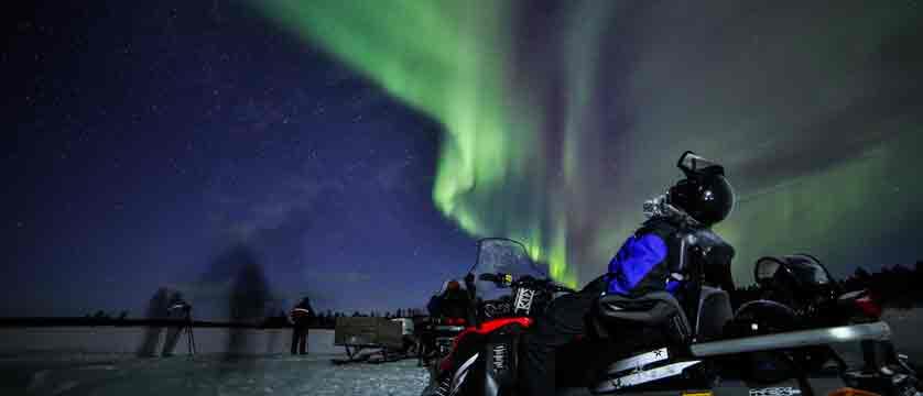 Finland_Saariselka_Muotka-Wilderness-Lodge_northern-lights-activities5.jpg